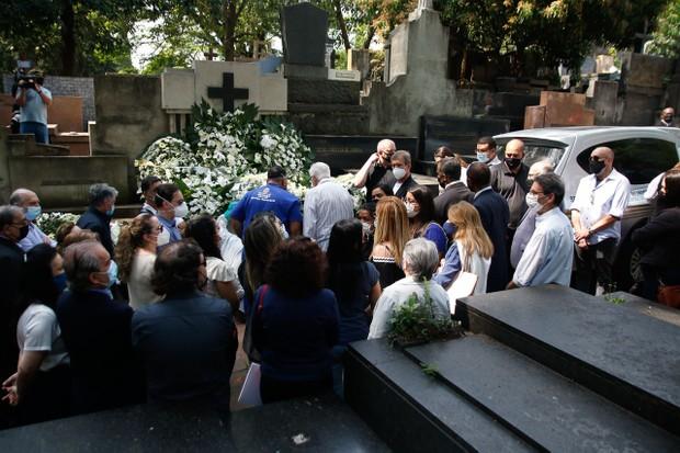 Familiares e amigos se despedem de Dudu Braga - Quem | QUEM News