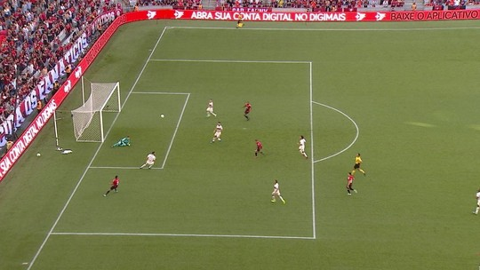 Flamengo vence jogo fora da curva e encurta caminho para o título