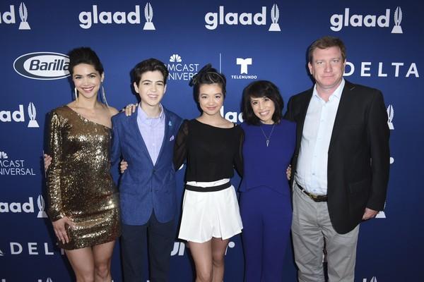 O ator Stoney Westmoreland em evento na companhia de seus colegas de elenco na série de TV Andi Mack do Disney Channel (Foto: Getty Images)