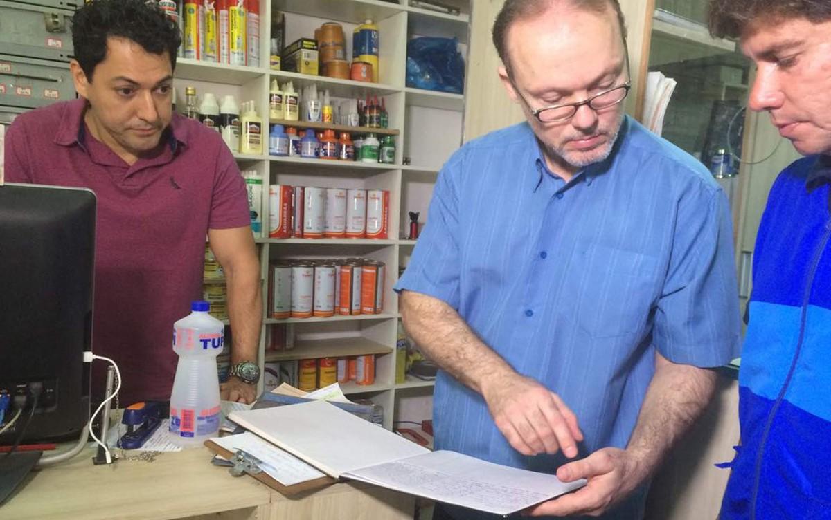 Prefeitura do Rio fiscaliza venda de tíner para menor de idade em lojas de Copacabana, na Zona Sul