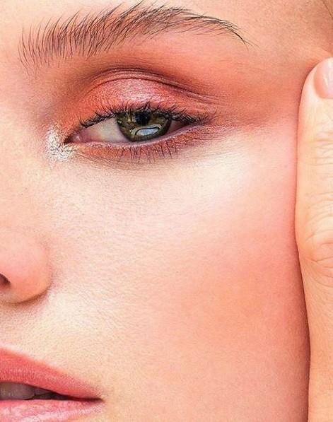 Olhos com tons alaranjados assinado pelo maquiador Niko, da Nars  (Foto: Divulgação)