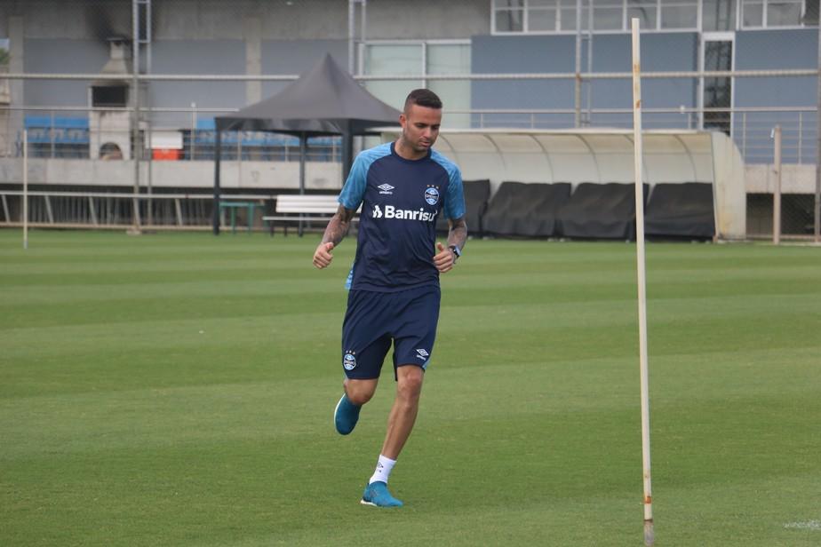 Luan faz primeiro trabalho físico após lesão em treino do Grêmio sem Kannemann