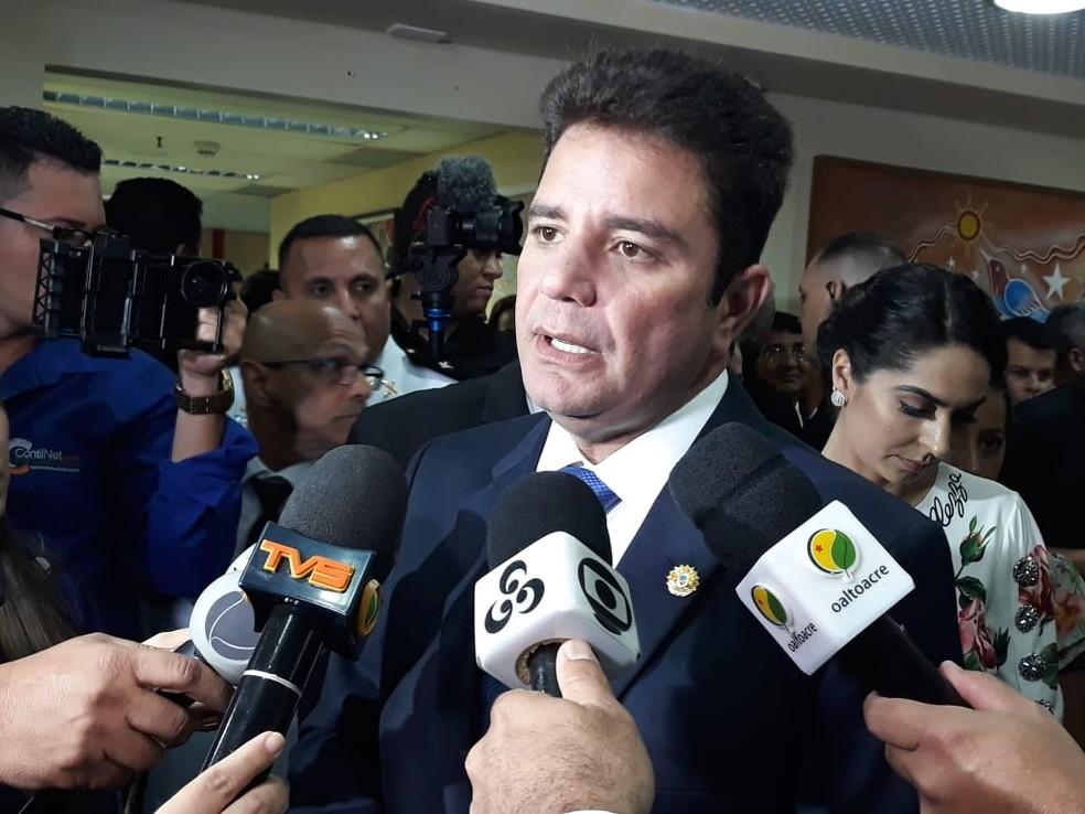 Gladson Cameli convocou, nesta quarta-feira (10), os 500 aprovados nos concursos das polícias Militar e Civil no Acre — Foto: Iryá Rodrigues/G1