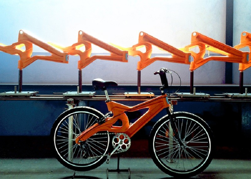 Cada quadro da bicicleta demora apenas três minutos e meio para ser fabricado (Foto: Muzzi Cycles/Reprodução)