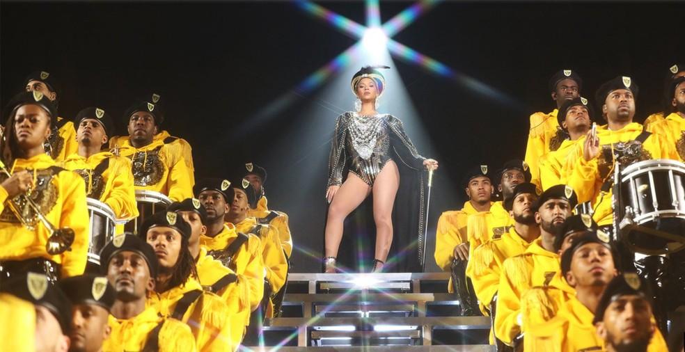 Beyoncé fez show na noite de sábado (14) no festival Coachella. Ela foi a primeira mulher negra a cantar como atração principal no festival, criado em 1999 (Foto: Divulgação / Site oficial da cantora)