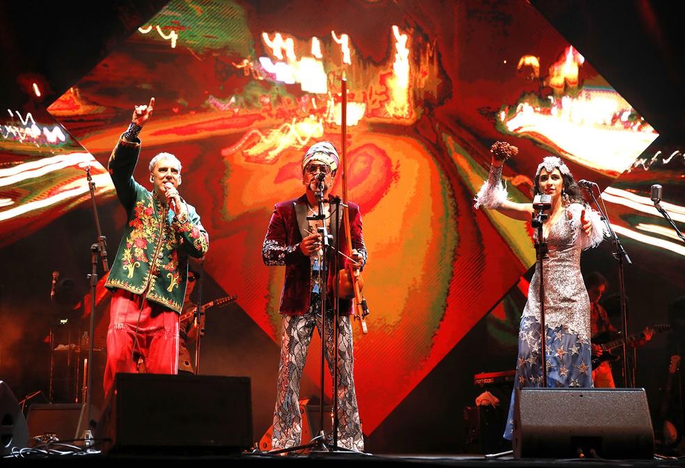 Tribalistas cantam 27 músicas no disco ao vivo gravado em show feito em São Paulo em agosto de 2018 — Foto: Leo Aversa / Divulgação