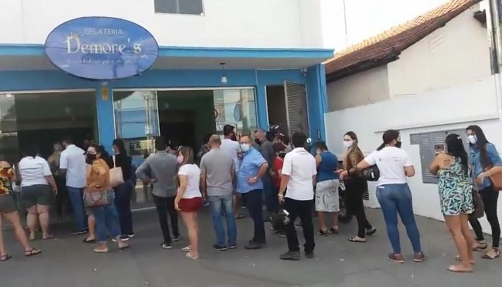 Clientes compraram todos os produtos de Luís  — Foto: Divulgação/Jornal A Cidade de Votuporanga