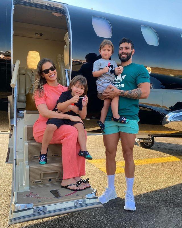 Andressa Suita, Gusttavo Lima e os dois filhos, Gabriel e Samuel (Foto: Reprodução/Instagram)
