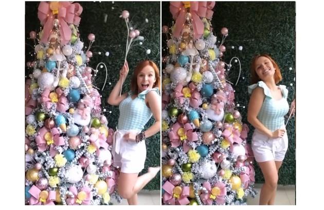 Larissa Manoela exibiu sua árvore com peças em 'candy colors' (Foto: Reprodução)