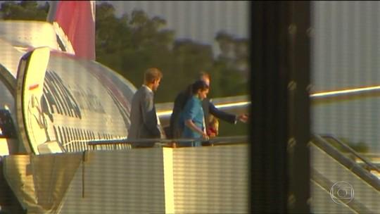 Avião com Harry e Meghan aborta pouso em Sydney, na Austrália