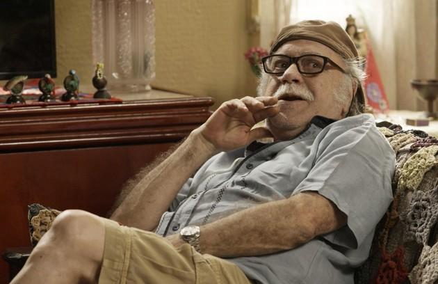 Tonico Pereira interpreta Abel, pai de Zeca (Marco Pigossi). Ele tem uma rixa com Edinalva e não aprova o namoro do filho com Ritinha (Foto: Reprodução)