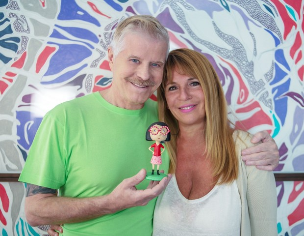 Miguel Falabella e Suppa com a bonequinha Charlotte (Foto: Divulgação)