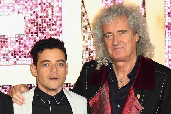 O músico Brian May com o ator Rami Malek, intérprete de Freddie Mercury (1946-1991) em Bohemian Rahpsody (2018) (Foto: Getty Images)