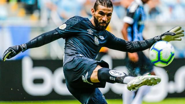 Vanderlei, goleiro do Santos, brilhou no segundo tempo