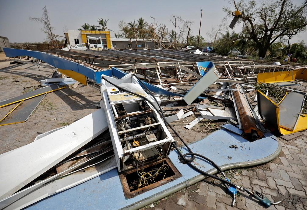Posto de combustível destruído durante passagem do ciclone Tauktae na vila de Timbi, no estado ocidental de Gujarat, na Índia, em 19 de maio de 2021 — Foto: Amit Dave/Reuters