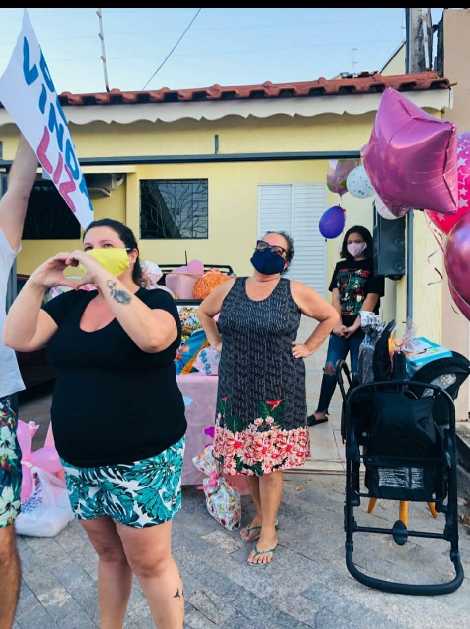 Celebração de chá de bebê reúne dezenas de pessoas em carreata no interior de SP; vídeo