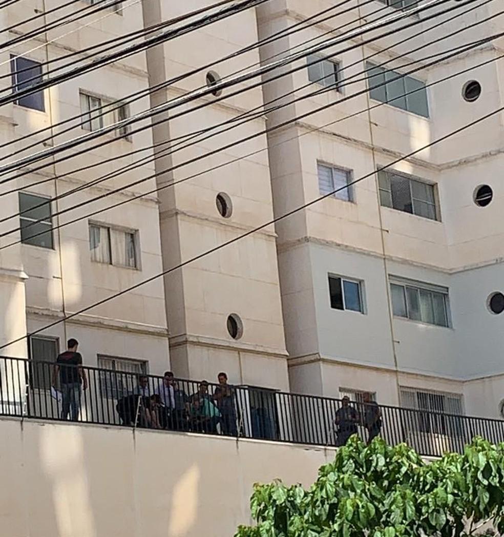 Perícia compareceu ao prédio onde acidente aconteceu em São José do Rio Preto  — Foto: André Modesto/TV TEM