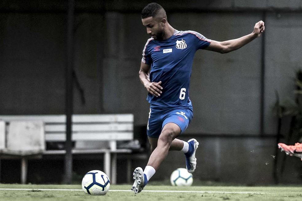 Posicionamento de Jorge muda dependendo da escalação que Sampaoli leva a campo — Foto: Ivan Storti/Santos FC