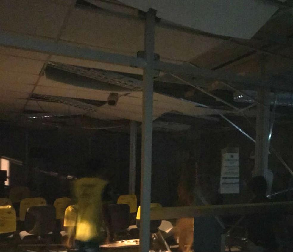 Posto bancário ficou destruído após criminosos explodirem cofres do local  (Foto: Reprodução/Redes Sociais)
