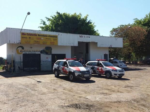 Vítima de 33 anos chegou a ser socorrida, mas morreu no hospital (Foto: Cláudio Nascimento/TV TEM)