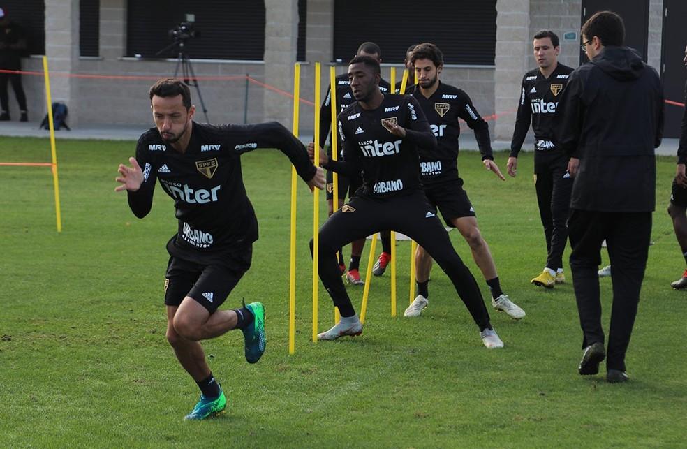Gonzalo Carneiro em treino do São Paulo: clube quer permanência do atacante  — Foto: Rubens Chiri / saopaulofc.net