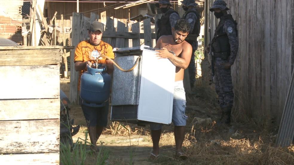 Famílias são retiradas de área ocupada em Ariquemes, RO — Foto: William Andrade/Rede Amazônica