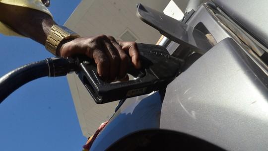Preço da gasolina termina a semana em queda, diz ANP