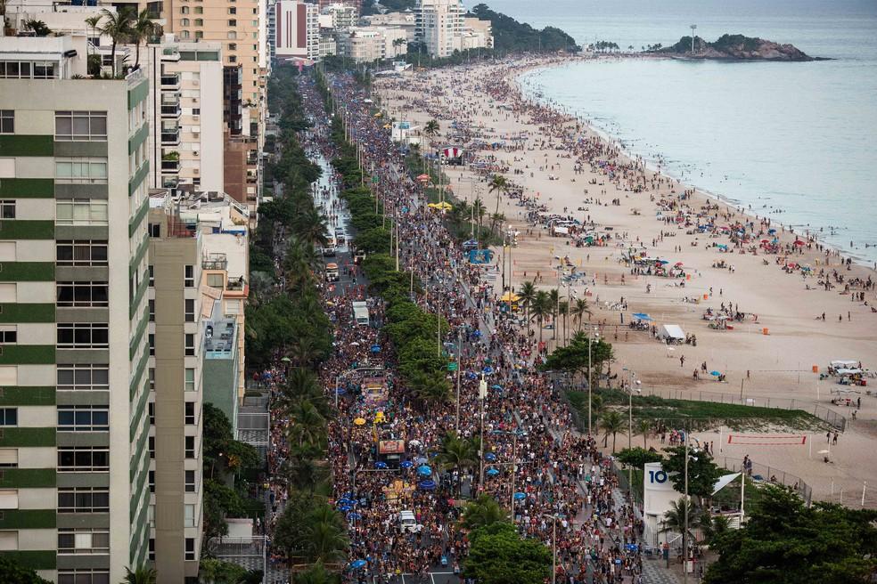 Simpatia É Quase Amor lota a Praia de Ipanema, no Rio — Foto: Fernando Maia/RioTur/Divulgação