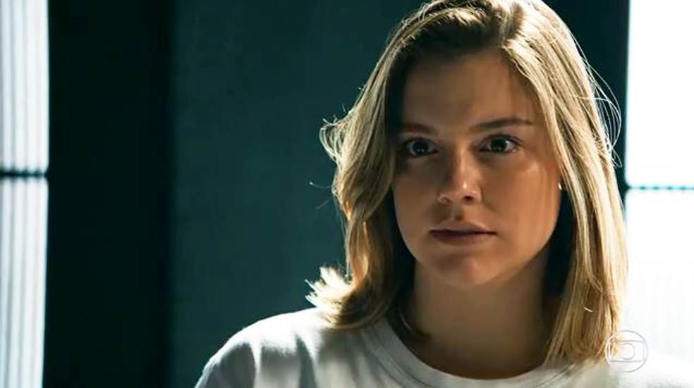 Dalila (Alice Wegmann) tenta intimidar Gabriel (Anderson Mello) em 'Órfãos da Terra' — Foto: Globo