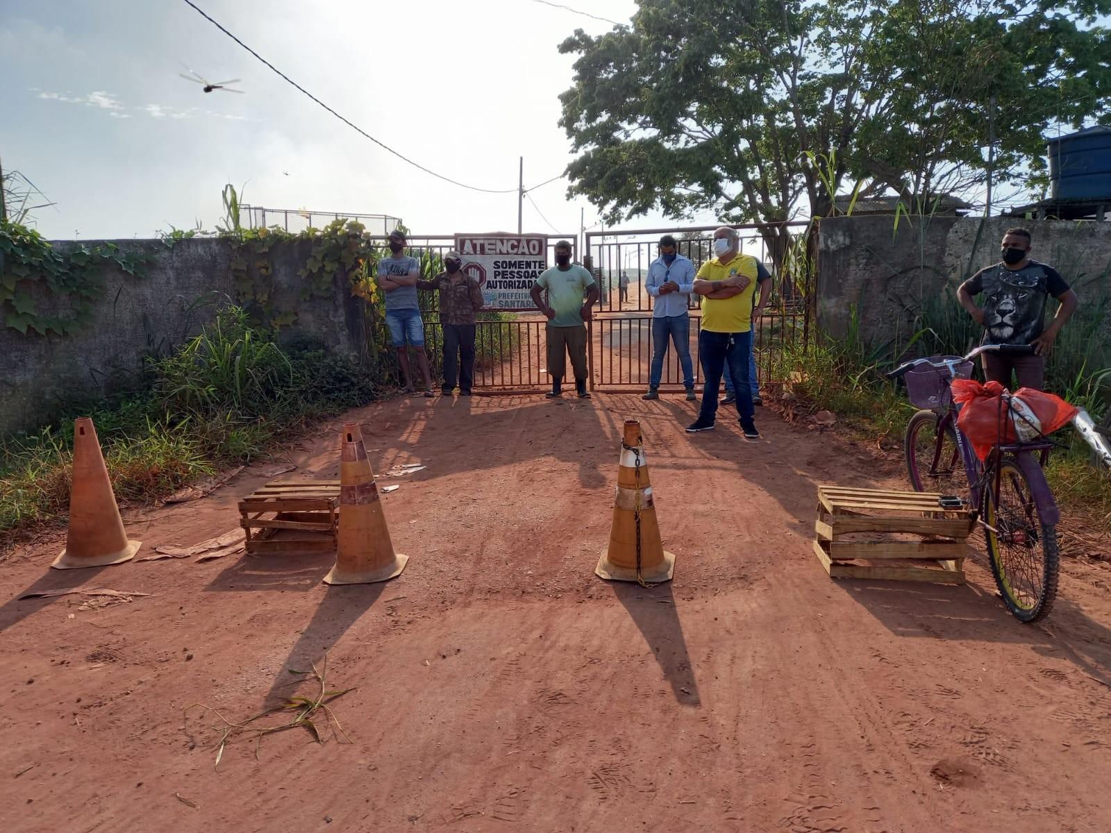 Entrada de aterro sanitário na Perema, em Santarém, continua interditada; lixo é despejado no bairro Vigia
