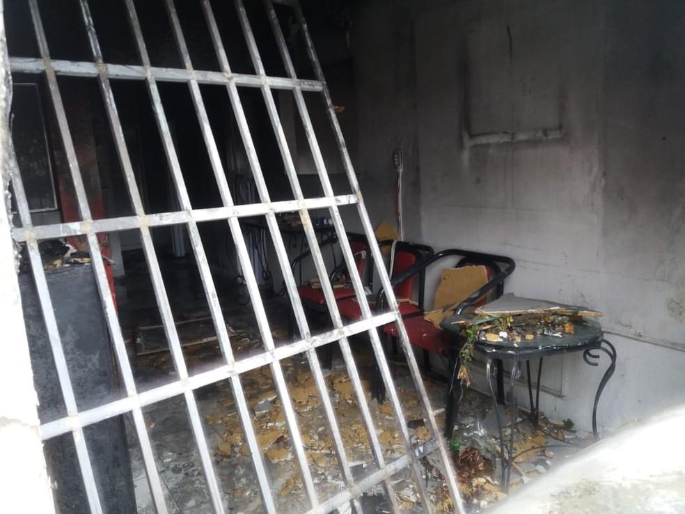 Salão de beleza ficou completamente destruído — Foto: Heliana Gonçalves/TV Gazeta