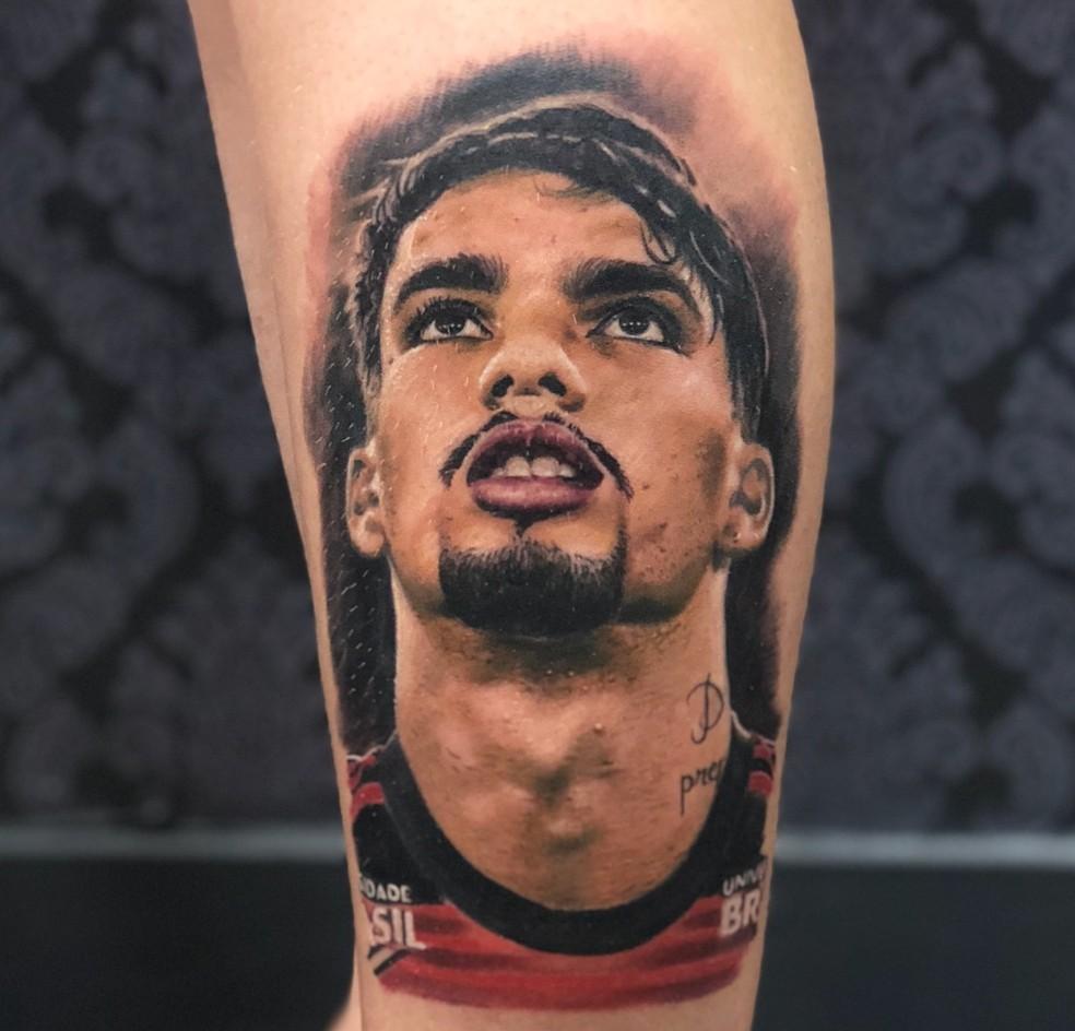 Tatuagem de Lucas Paquetá na panturrilha de Raryman — Foto: Arquivo pessoal