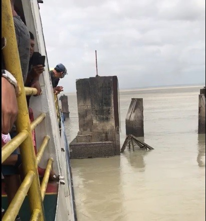 Ferryboat colide em estrutura de atracação de terminal, em São Luís