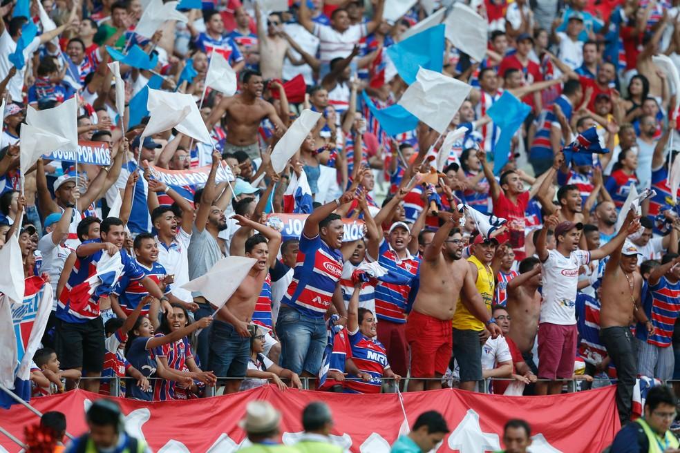 Torcida tricolor deu show na Arena Castelão neste sábado. (Foto: JL Rosa/Agência Diário)