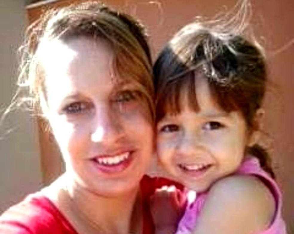Polícia encontra corpos de mãe e filha enterrados em quintal de casa em Pompeia — Foto: Arquivo pessoal