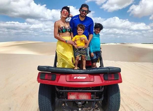 Juliana Knust com o marido, o empresário Gustavo Machado, e os filhos, Matheus e Arthur (Foto: Reprodução/Instagram)