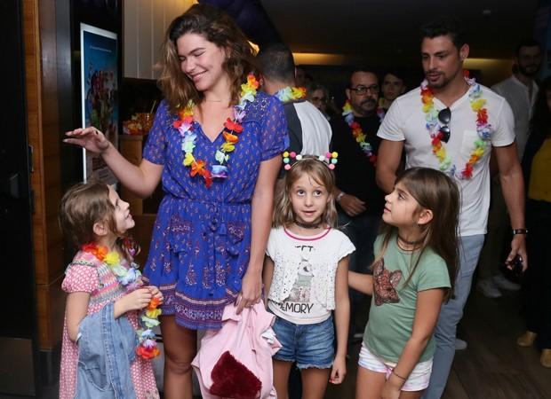 Mariana Goldfarb e Cauã Reymond com Sofia (Foto: Anderson Borde/Agnews)