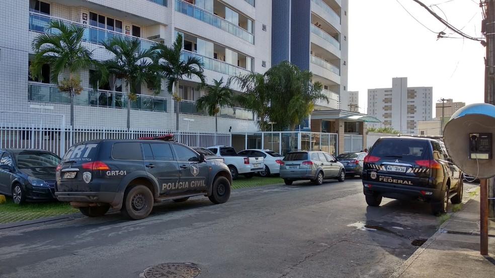 Policiais realizaram mandados de busca e apreensão em São Luís (Foto: Douglas Pinto/TV Mirante)