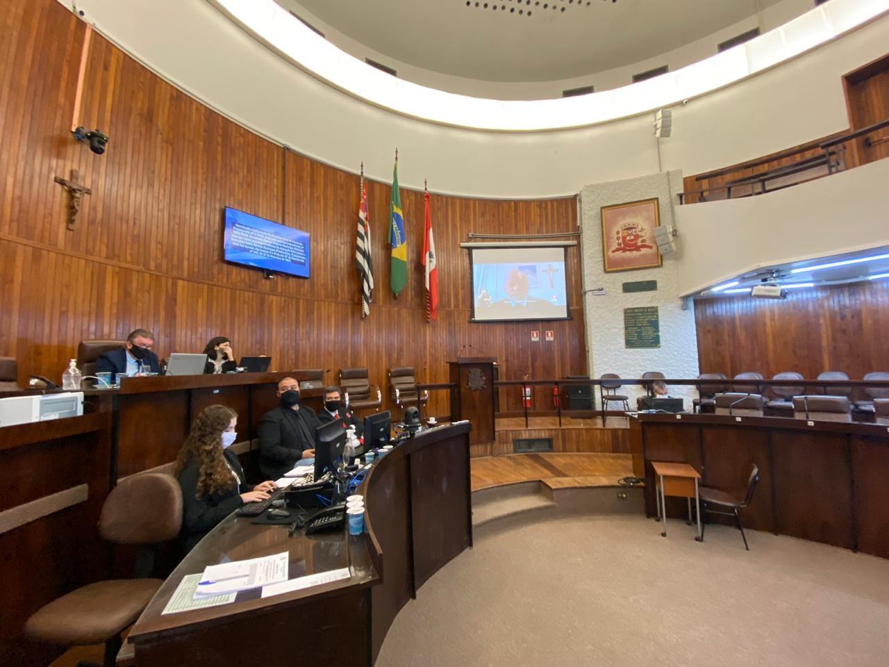 Câmara arquiva investigação contra vereadora que teria pedido para não ter carro guinchado em Marília
