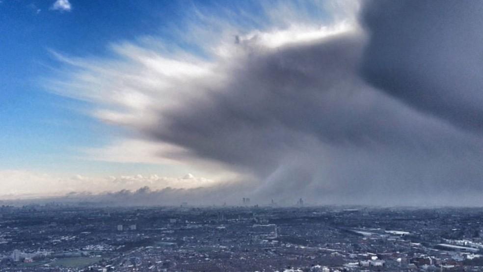 Chamada de 'besta do leste', frente fria que veio da Sibéria fez o centro de Londres amanhecer coberto de neve  (Foto: PA/BBC)