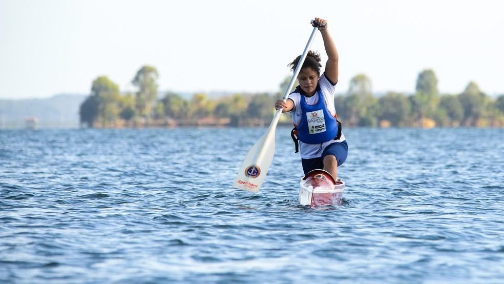 Jennyffer treina para o Brasileiro de Canoagem em Brasilia — Foto: Edu Fortes/Prefeitura de Palmas