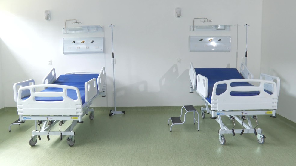 Camas de hospitais de campanha montados para combater a pandemia da Covid-19 no Recife — Foto: Reprodução/TV Globo
