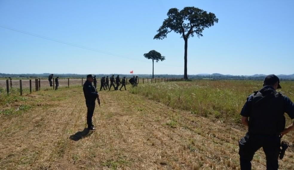 Mais de 30 pessoas foram detidas pela polícia (Foto: PM/ Divulgação )