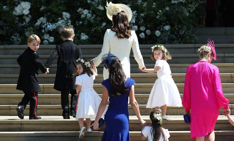 7794230f81bc0 George e Charlotte chegaram junto com os outros pajens e daminhas (Foto   Getty Images