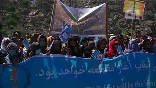 Manifestação de minoria hazara por energia elétrica paralisa Cabul