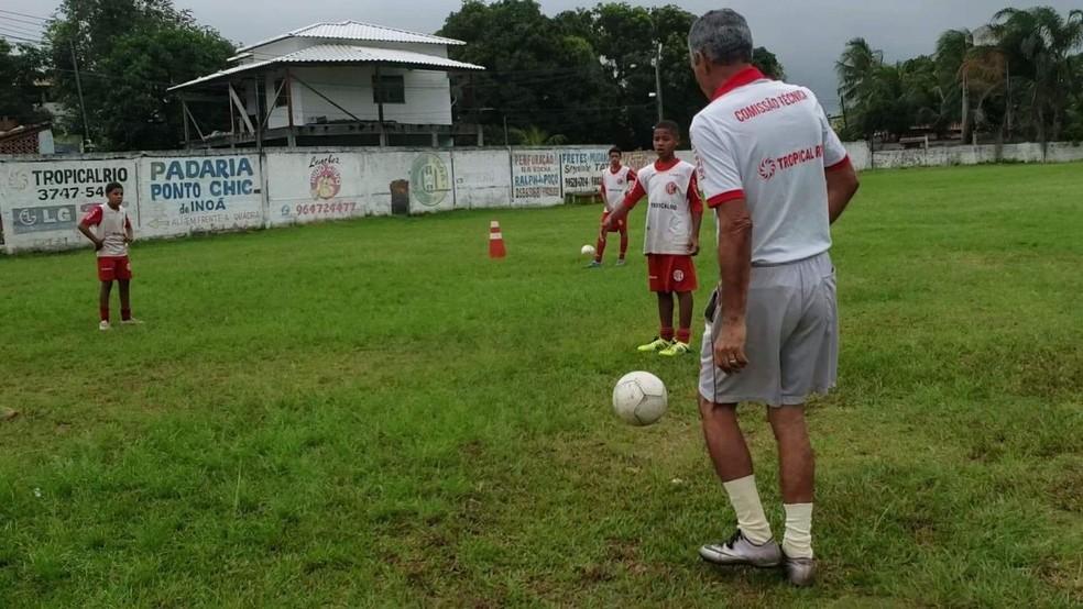 Fernando Silva tem projeto social em Maricá — Foto: Thainá Vidal