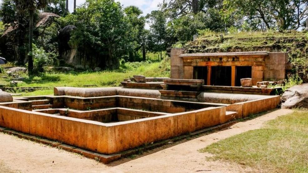 Ranmasu Uyana é um antigo jardim de 16 hectares que inclui as ruínas de pavilhões para banho. — Foto: Sri Lanka Tourism via BBC