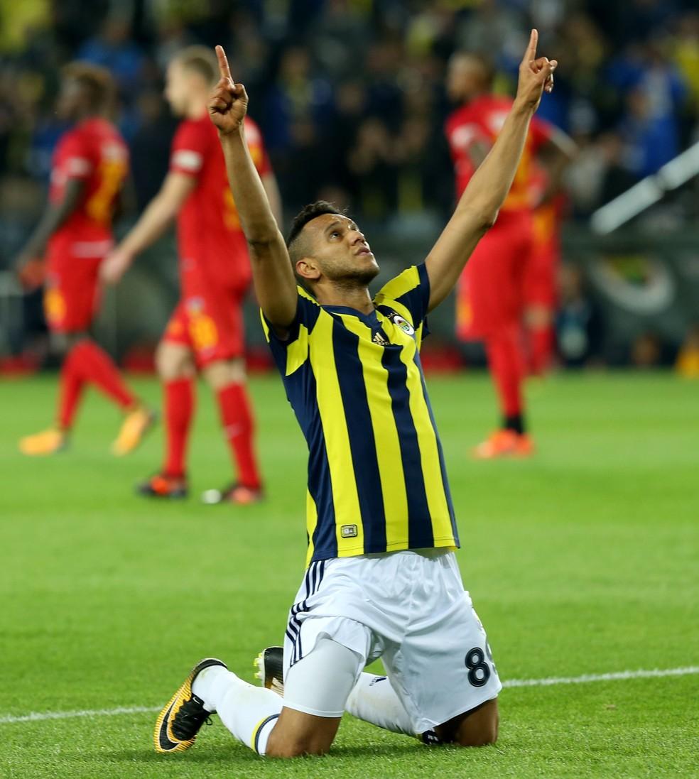 Souza está com 29 anos e é titular absoluto do Fenerbahçe (Foto: Islam Yakut / ANADOLU AGENCY)