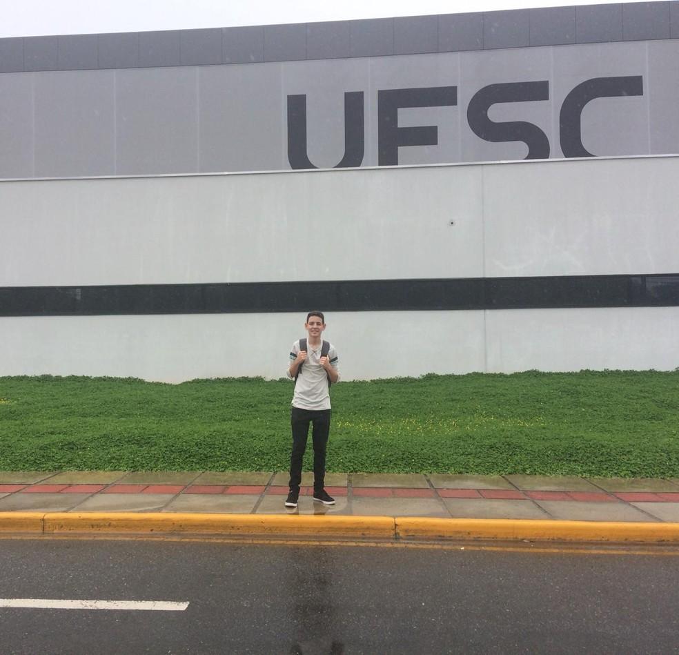 Rian Vasconcelos, de 17 anos, é do Sertão de Pernambuco é foi aprovado em engenharia aeroespacial — Foto: Arquivo Pessoal/Divulgação