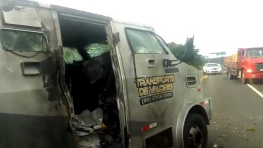 Criminosos explodem segundo carro-forte em menos de 4 horas no Piauí